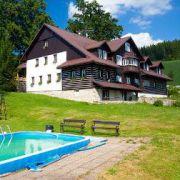 Cottage Pod lipami and apartments helas