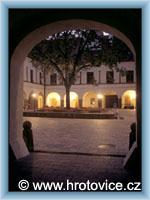 Hrotovice - Courtyard at night
